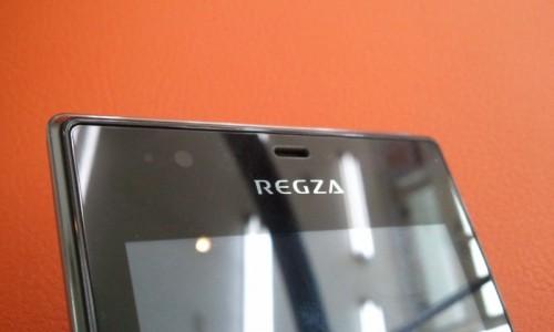 REGZA Phone IS04 - 前面上部
