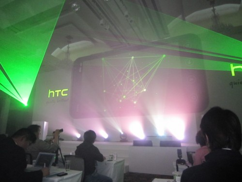 「HTC EVO 3D」記者発表会