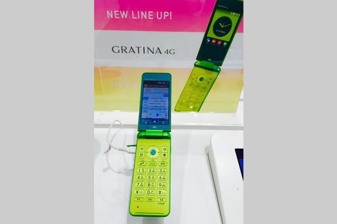 au SHINJUKUで「GRATINA 4G」の実機展示が開始